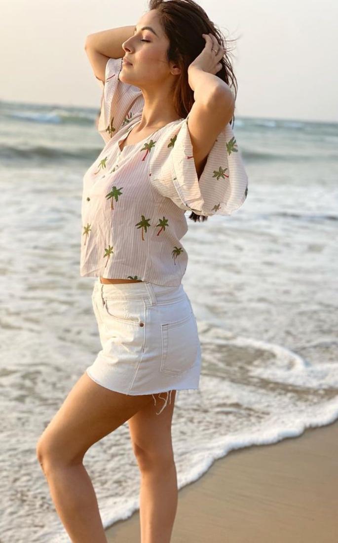 7 Stunning Looks of Indian Actress Shehnaz Gill - beach look