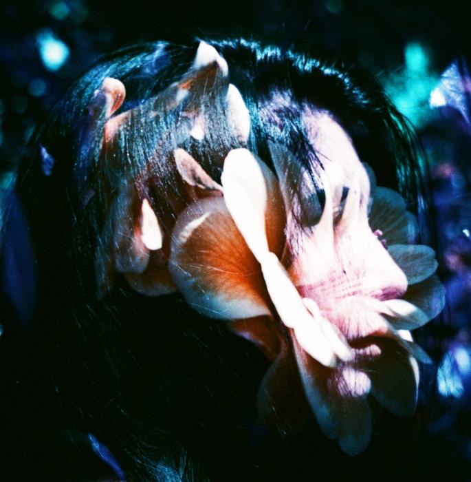 નીક સીરેન 'ગોલ્ડના ક્ષેત્રો' અને મ્યુઝિકલ જર્ની - ફૂલોની વાતો કરે છે