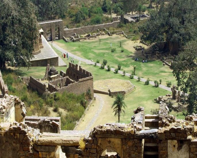 ભારતના 6 સૌથી અસામાન્ય સ્થળો - ભાણગgarh કિલ્લો -