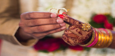 سیکریٹ ایف میں 15 سال کی ہندوستانی لڑکی نے 30 سال کے آدمی سے شادی کی
