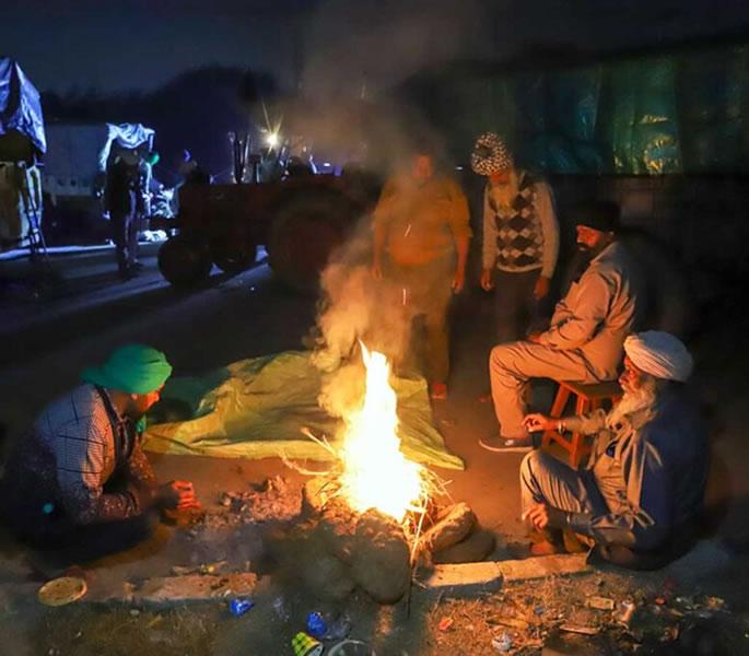 سردیوں میں - ہندوستانی کسانوں کا احتجاج انسانیت سوز بحران کیوں ہے؟