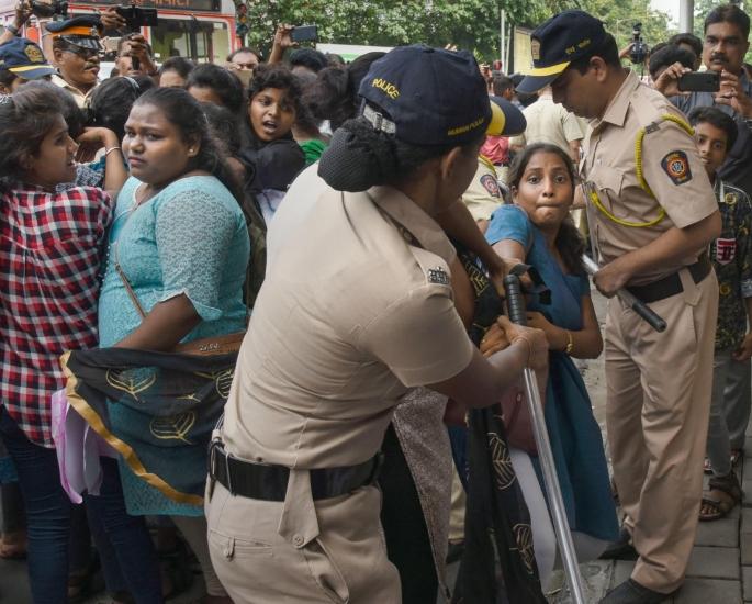 10 ભારતીય ફિલ્મ્સ કે જે વિરોધ અને જાહેર અસંતોષ-આઇએ 8.1 તરફ દોરી ગઈ
