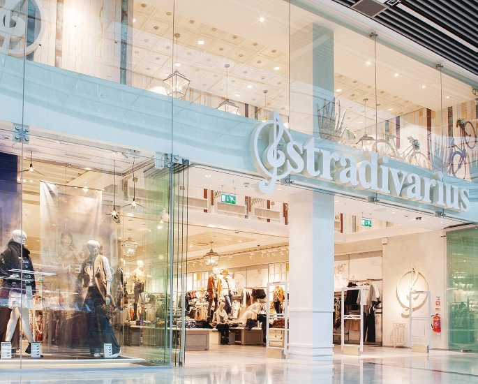 6 Affordable Clothing Brands for South Asian Students in UK-stradivarius'
