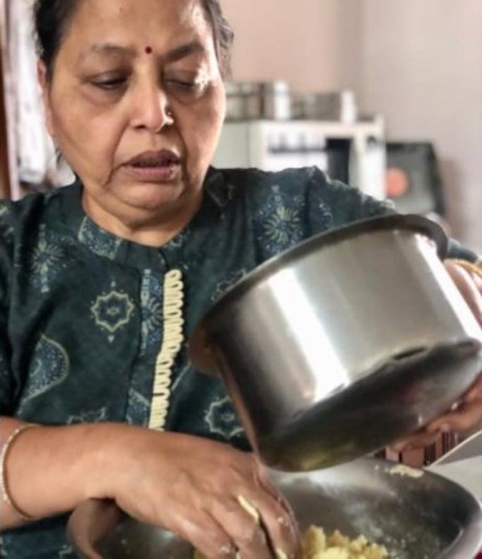 ভারতীয় মহিলার মিষ্টি স্টার্টআপটি 400,000 মাসে 8 ডলার আয় করে -