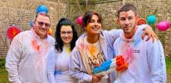 प्रियंका चोपड़ा निक जोनास एंड इन-लॉ के साथ होली मनाती हैं