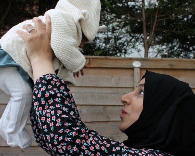 બ્રિટિશ મમ કોમામાં જન્મ આપ્યા પછી બાળક સાથે ફરી મળી - માતા