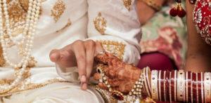 પુરૂષ 'અદ્રશ્ય' થયા પછી ભારતીય સ્ત્રી મહેમાન સાથે લગ્ન કરે છે એફ
