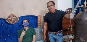 Indian Man guida 1,400 km per dare ossigeno a Friend f
