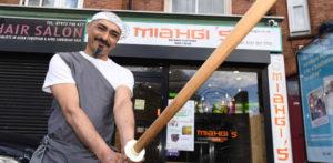 मार्शल आर्टिस्ट ने 'कराटे किड' से प्रेरित नूडल बार f लॉन्च किया