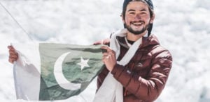 Pakistani Mountaineer aged 19 reaches Mount Everest summit f