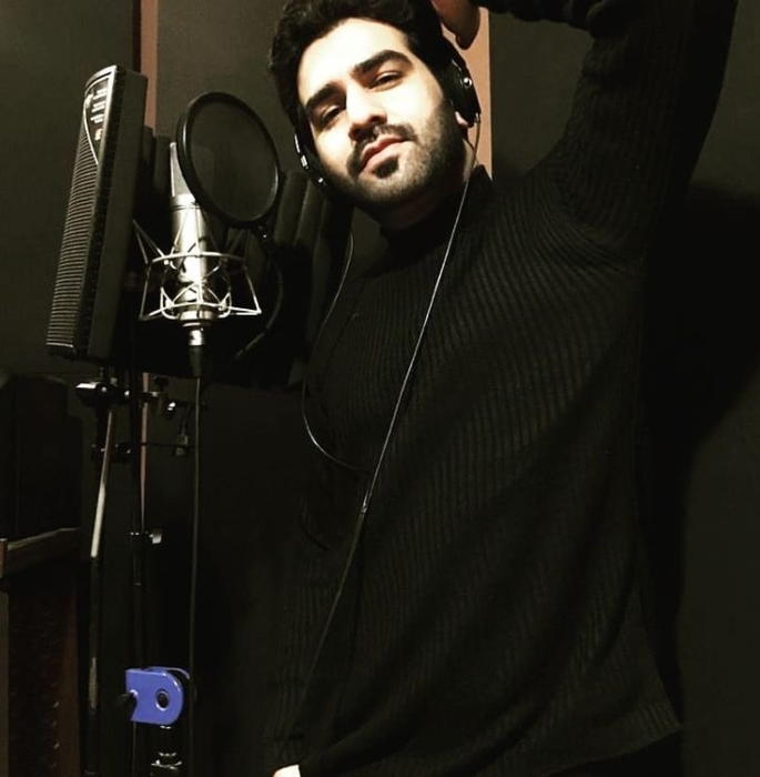 Pakistani Singer Wins Indian Hearts over Covid-19 Song-sing
