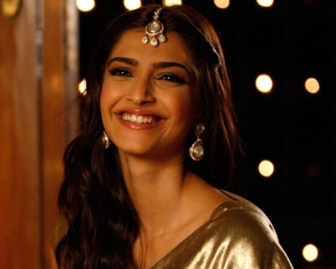 20-Bollywood-Chick-Flicks-Every-Girl-Must-Watch-Aisha-Jpeg.jpg
