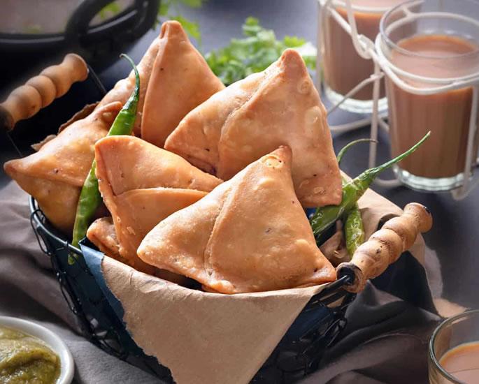 घर पर बनाने के लिए 7 लोकप्रिय पंजाबी स्नैक्स - समोसा