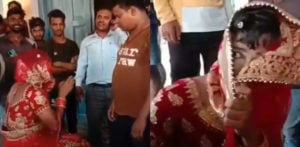 भारतीय पुरुष शादी में प्रेमी से मिलने के लिए दुल्हन के रूप में कपड़े पहने f