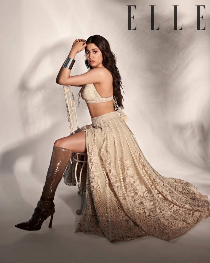 Janhvi Kapoor anaangaza huko Elle India Cover Shoot - janhvi