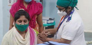 ભારતીય મહિલા કોવિડ -19 રસી કેમ ગુમાવી રહી છે એફ