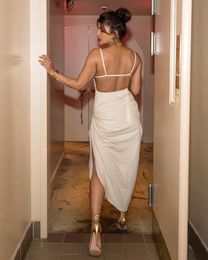 Priyanka Chopra dazzles in White Dress for Restaurant Visit - priyanka