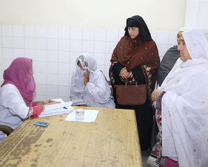 क्यों पाकिस्तानी महिलाएं स्तन कैंसर के इलाज से हिचकिचाती हैं - समीक्षा