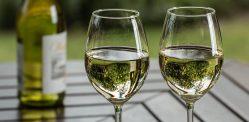 पीने के लिए 10 सर्वश्रेष्ठ भारतीय सफेद वाइन