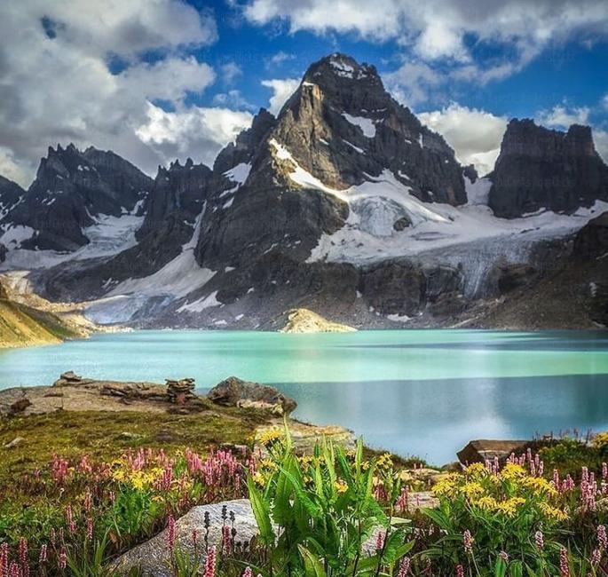 5 مناظر جو آپ کو پاکستان میں کرنے کی ضرورت ہے - چٹھا کتھا جھیل۔