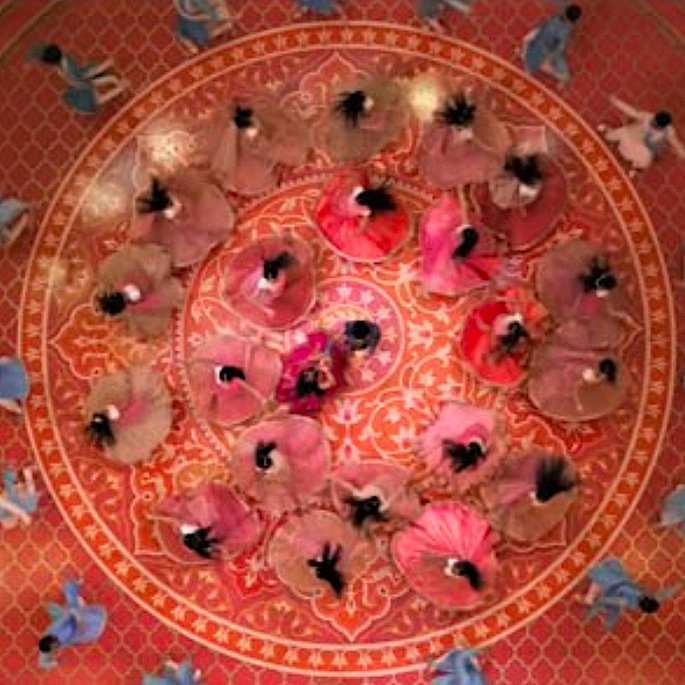 சரண் கோஹ்லி: ஃபேஷனில் அடுத்த பெரிய பெயர் - ஆடை வடிவமைப்பு