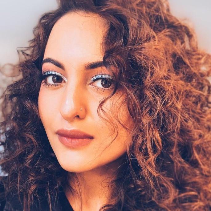 سوناکشی سنہا کی خوبصورتی کے بہترین راز - بالوں کی دیکھ بھال