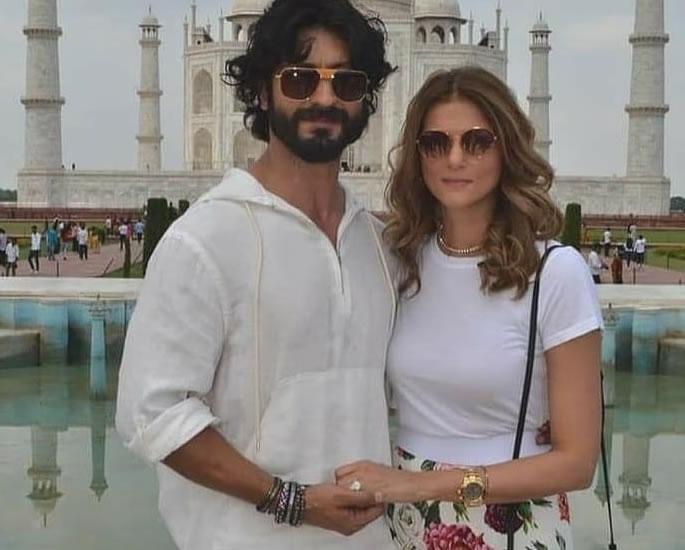 Vidyut Jammwal & Nandita Mahtani get Engaged at Taj Mahal f