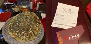 Restaurant 200 पॉपपॅडम 24k सोन्याने झाकलेले भारतीय रेस्टॉरंटमध्ये विकले जाते - f